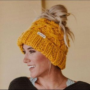 New colors! 🎉 messy bun chunky-knit hat